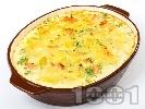 Рецепта Вкусна и лесна зеленчукова запеканка с картофи, праз лук, шунка, яйца, прясно мляко и кашкавал на фурна